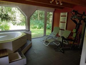 Saunabereich mit Fitnessgerät
